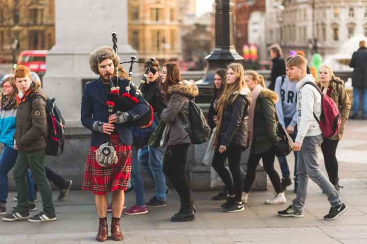 crowd music musician street performer